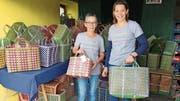Ruth Portmann und ihre Tochter Stefanie Egli im gemeinsamen Taschenladen in Oberneunforn. (Bild: Therese Schurter)
