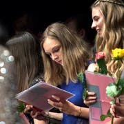 Sie haben bestanden: Junge Erwachsene an der Lehrabschluss-Feier der KV-Berufe im Luzerner Saal des KKL. (Bild: Pius Amrein (Luzern, 2. Juli 2018))