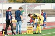 Der Chamer Trainer Jörg Portmann (Mitte) hat im Tor die Qual der Wahl zwischen Marco Peterhans (rechts) und Samuel Blättler. (Bild: Raphael Biermayr (Basel, 21. Oktober 2018))