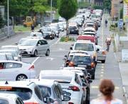 Nicht nur dieses Jahr so: Staut es auf der Autobahn, verlassen die Autofahrer sie und fahren erst Richtung Stansstad (Bild) und dann durchs Dorf Hergiswil. (Bild: Markus von Rotz, Stans, 26. Juni 2017)