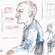 Der Angeklagte im Gerichtssaal: Immer wieder schaltet er sich ein und will seine Sicht der Dinge darlegen. (Bild: Alfi Moor (Zug, 10. Juli 2018)