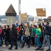 Klimademo in der Stadt Luzern. (Bild: Dominik Wunderli, Luzern, 6. April 2019)