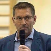 Heinz Fehlmann erläutert den Ergänzungsantrag