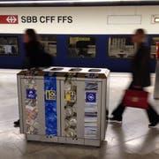 Vorbild SBB: Ähnliche Recycling-Sammelstellen sollen auch an Bus- und Tramhaltestellen installiert werden. (Quelle: PET Recycling Schweiz)