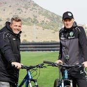 Sportchef Alain Sutter (links) und Trainer Peter Zeidler sehen sich mit dem FC St.Gallen auf einem Weg, der niemals endet. (Bild: Christian Brägger)