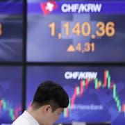 Ein Devisenhändler in Südkorea verlässt sich darauf, dass Währungspreise nicht abgesprochen sind. (Bild: Lee Jin-man/AP, Seoul, 30 April 2019)