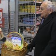 Nachbarschaftshilfe kennt viele Facetten. Das kann zum Beispiel Hilfe beim Einkaufen sein. (Bild: PD)