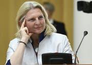 Hängt an ihrem Posten: Aussenministerin Karin Kneissl. (Bild: Harald Schneider/APA)
