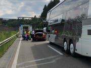Die bewusstlose Autolenkerin wurde von der Ambulanz ins Spital gefahren. Während des Zwischenfalls kam's auf der Stadtautobahn zu einem Rückstau. (Bild: Kantonspolizei St.Gallen - 20. Juni 2019)