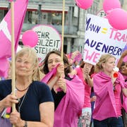 Auch in Luzern haben Frauen schon gestreikt. Hier 2011 am Frauenstreik- und Aktionstag auf dem Kapellplatz. Am 14. Juni dieses Jahres soll erneut gestreikt werden. (Bild: Maria Schmid, 14. Juni 2011)