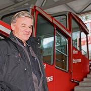 Christoph Schoop neben seiner neusten Errungenschaft, der alten Stoosbahn. (Bild: Nicole Auf der Maur)
