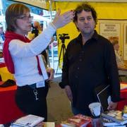 Eine Standaktion von Scientology in Bern. (Bild: key/Lukas Lehmann (6.6.2014))
