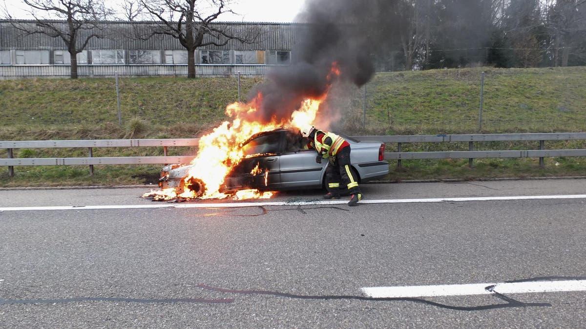 Auto Brennt Auf Autobahn Heute