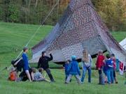 Zelte aufbauen oder selbst ein Feuer entfachen – das ist es, was Pfadfinder seit eh und je begeistert. (Bilder: PD)