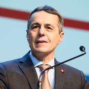 Zieht die Reissleine: FDP-Bundesrat Ignazio Cassis. (Bild: Roland Schmid)