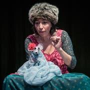 Kathrin Bosshard lässt die Mäuse Arien singen - Frederick sammelt derweil Sonnenstrahlen. Bilder: Tine Edel