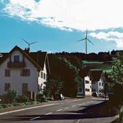 Sicht aus Beinwil auf die geplanten Windkraftanlagen auf dem Lindenberg. (Visualisierung: PD)