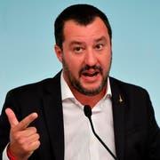 Ihm ist es egal, wenn Brüssel die Neuverschuldung Italiens nicht gutheisst: Innenminister Matteo Salvini. (Bild: Ettore Ferrari/AP)