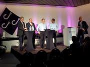 Die Gemeinderatskandidaten am Podium in Emmen (von links): Patrick Schnellmann (CVP), Felix Müri (SVP), Vital Burger (Forum Emmen), Brahim Aakti (SP) und Moderator Andréas Härry. (Bild: Beatrice Vogel, 30. August 2018)