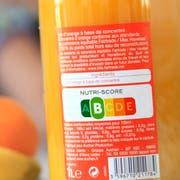 Dieser Orangensaft ist ziemlich gesund, wie ein Blick auf die Lebensmittel-Ampel zeigt. (Bild: Keystone)