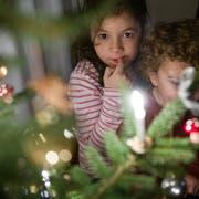 Den Christbaum im Stadtzentrum dürfen die Kinder dekorieren. (Symbolbild: Urs Jaudas)
