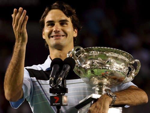 Australian Open 2007: Federer s. Gonzalez 7:6 (7:2), 6:4, 6:4Als erster Spieler seit Björn Borg 1980 in Paris gewinnt Federer ein Grand-Slam-Turnier ohne Satzverlust. «Solche Rekorde zu egalisieren, ist immer etwas Schönes.» Dabei wird es im Final selber durchaus eng. Finalgegner Fernando Gonzalez kommt im ersten Satz zu Satzbällen, nutzt sie aber nicht. «Ich glaube, ich habe diese Situation gut gelöst», so Federer danach. Danach siegt er souverän. Es ist das bisher einzige Mal, dass Federer in Australien die Titelverteidigung gelingt, insgesamt ist es Federers zehnter Grand-Slam-Titel.