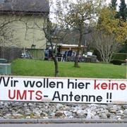Ein Transparent der Antennengegner, die den Bau seit über einem Jahrzehnt verhindern wollen. (Bild: Max Eichenberger)