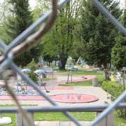 Die Minigolfanlage in Wattwil liegt gleich neben dem Schwimmbad. (Bild: Martin Knoepfel)