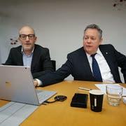 Finanzchef Thomas Knupp und Stadtpräsident Thomas Niederberger erklären die Zahlen zur Rechnung 2018. (Bild: Martina Eggenberger)