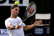 Roger Federer im Training in Stuttgart -und bald mit neuer Bekleidung? Bild: Urs Lindt/Freshfocus /Stuttgart, 10. Juni 2018)