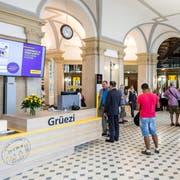 Der neu gestaltete Eingangsbereich der Hauptpost am Bahnhofplatz. Bild: Philipp Schmidli (Luzern, 23. Juli 2018)
