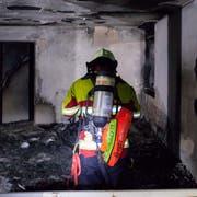 Einsatzkräfte bekämpfen den Brand in Littau. (Bild: Feuerwehr Stadt Luzern)