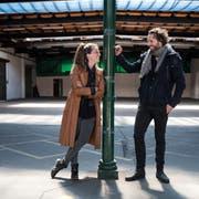 Der Industriecharme soll erhalten bleiben: Céline Fuchs und Walter Boos in ihrer Eventhalle auf dem St.Galler Güterbahnhof-Areal. (Bild: Adriana Ortiz Cardozo)