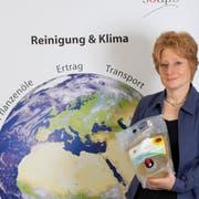 Regine Schneider, Gründerin und Geschäftsführerin von Good Soaps, bei der Lancierung des ersten palmölfreien pflanzlichen Waschmittels Europas. (Bild: zVg)