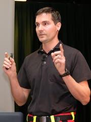 Adi Hochstrasser, stellvertretender Leiter des Rettungsdienstes am Kantonsspital Nidwalden berichtete über seine Arbeit.