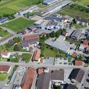 Auf und um das Hälg-Areal in Arnegg sollen 67 Wohnungen und Gewerbeflächen entstehen. (Bild: Benjamin Manser, 13. Juni 2017)