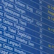 Verspätungen und Zugsausfälle sorgten unter den SBB-Kunden in den vergangene Monaten für viel Ärger. Nun wollen die Bundesbahnen ihre Stammkunden mit einem Gutschein besänftigen. (Bild: Ennio Leanza/Keystone)