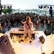 Das Blue Balls Festival ist ein Publikumsmagnet – hier die Open-Air-Bühne vor dem KKL. (Archivbild LZ)