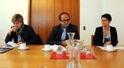 Steuerverwalterin Marianne Nufer (von links), Landammann Josef Hess und Finanzdirektorin Maya Büchi. Bild: Markus von Rotz (Sarnen, 21.8.2019)