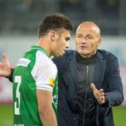 Peter Zeidler wechselt im Cup-Spiel gegen Sion den Verteidiger Slimen Kchouk aus. (Bild: Michel Canonica (1. November 2018))