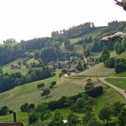Der Weiler Ebersol liegt am Südhang des Löffelsbergs bei Mogelsberg. (Bild: Michael Hug)
