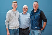 Dreimal Bernhardsgrütter: Jan, Armin und Patrick (von links) halten der Musikgesellschaft Bazenheid zusammengezählt seit 75 Jahren die Treue. Letzterer ist seit einem Jahrzehnt auch deren Präsident. (Bild: Beat Lanzendorfer)