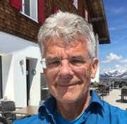 Dieter Raebel vor dem «Bärghuis». (Bild: PD)
