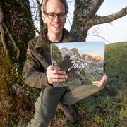 Jäger, Autor und Fotograf Philipp Zumbühl präsentiert sein Buch «Jagd – Momente prachtvoller Vergänglichkeit». (Bild: PD)