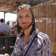 Sie wirkt um Jahre jünger: Bice Curiger ganz entspannt im Juli 2018 in der Camargue. (Bild: Anna Polke)