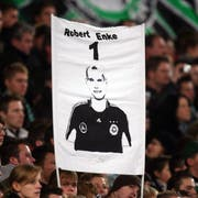 Im Gedenken an Robert Enke. (Bild: Lars Baron/Bongarts/Getty Images, Hannover, 29. November 2009)
