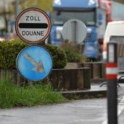 Täglich pendeln 1800 Schweizer über die Grenze zur Arbeit. (Bild: Reto Martin)
