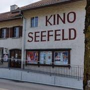 Das Kino Seefeld in Sarnen, angebaut an das frühere Restaurant Hirschen (ganz links). (Bild: Markus von Rotz, Sarnen, 2. April 2019)