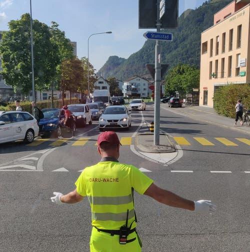 Wegen vieler Autos kaum Arbeit für den Verkehrslenker: Die Autos blockieren sich gegenseitig. (Bild Markus von Rotz)