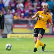 Hat das Auge für eine kluge Angriffsauslösung: Fabian Lustenberger, Innenverteidiger der Young Boys. (Bild: Freshfocus)